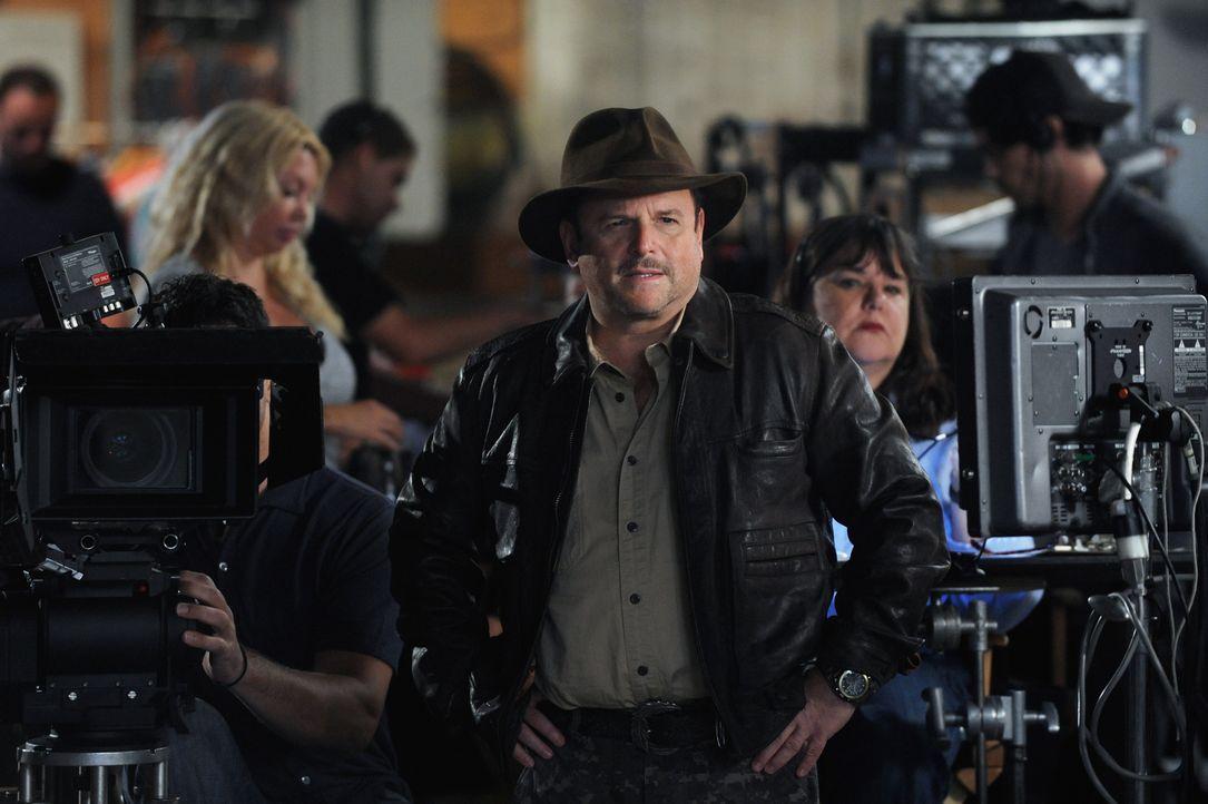 """Während der Direktor Cliff Bemis (Jason Alexander) """"The Grinder"""" auf eine neue Ebene heben wollte, wurde Dean immer mehr bewusst, dass die Geschicht... - Bildquelle: 2015-2016 Fox and its related entities.  All rights reserved."""