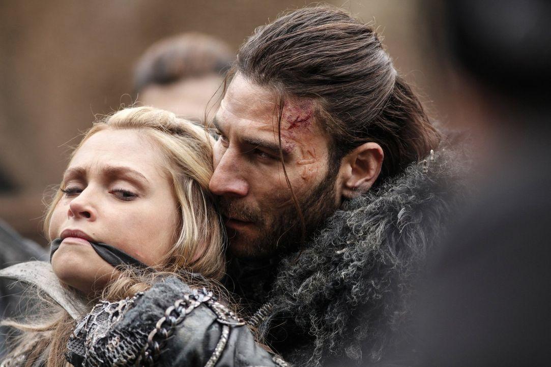 Kann Clarke (Eliza Taylor, l.) den König der Eisnation, Roan (Zach McGowan, r.), davon überzeugen, dass Alie kein Feind ist wie jeder andere und, da... - Bildquelle: 2014 Warner Brothers