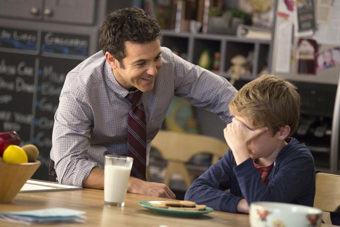 Stewart (Fred Savage, l.) möchte seinen Sohn Ethan (Connor Kalopsis, r.) am liebsten im Tech-Club der Schule sehen, doch dieser will lieber im Rampe... - Bildquelle: 2015-2016 Fox and its related entities.  All rights reserved.