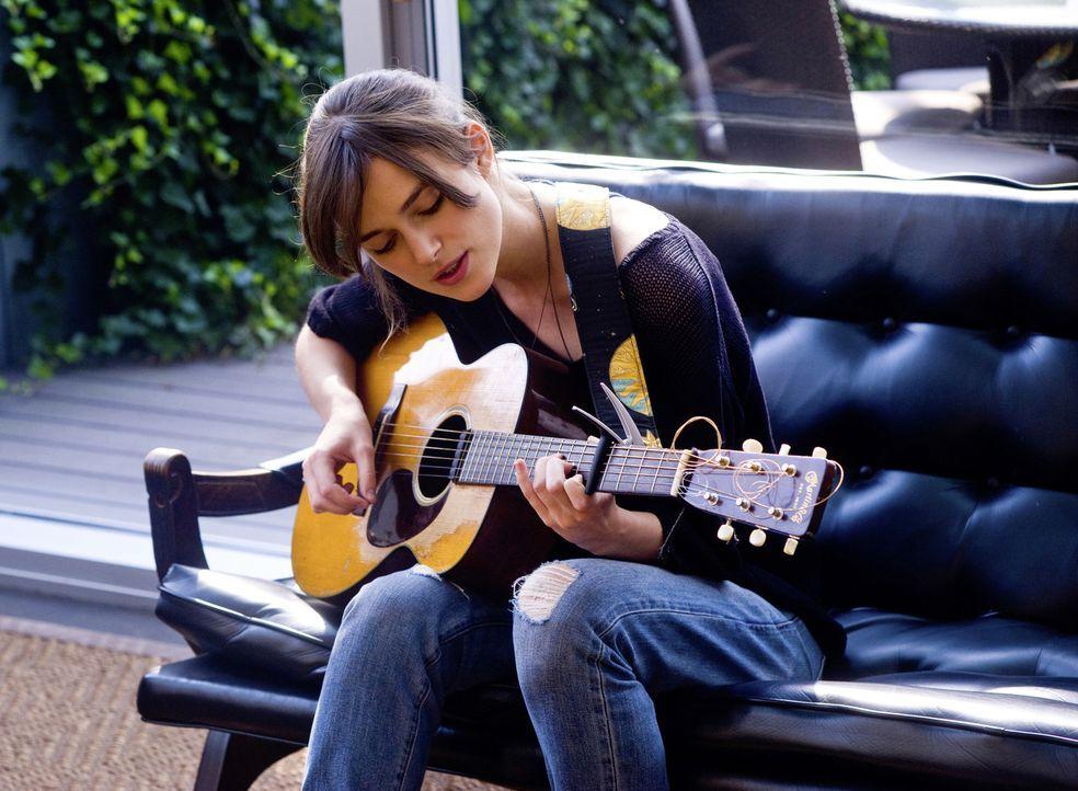 Möchte ihre Musikkarriere in Gang bringen und geht deswegen nach New York. Doch wird die junge Musikerin Gretta (Keira Knightley) wirklich das finde... - Bildquelle: 2013 KILLIFISH PRODUCTIONS, INC. ALL RIGHTS RESERVED.