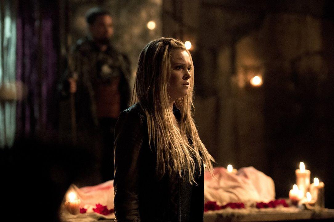 Wird Clarke (Eliza Taylor) die Hauptstadt der Grounder wirklich mit der Gewissheit verlassen, dass der nächste Commander möglicherweise die gesamte... - Bildquelle: 2014 Warner Brothers