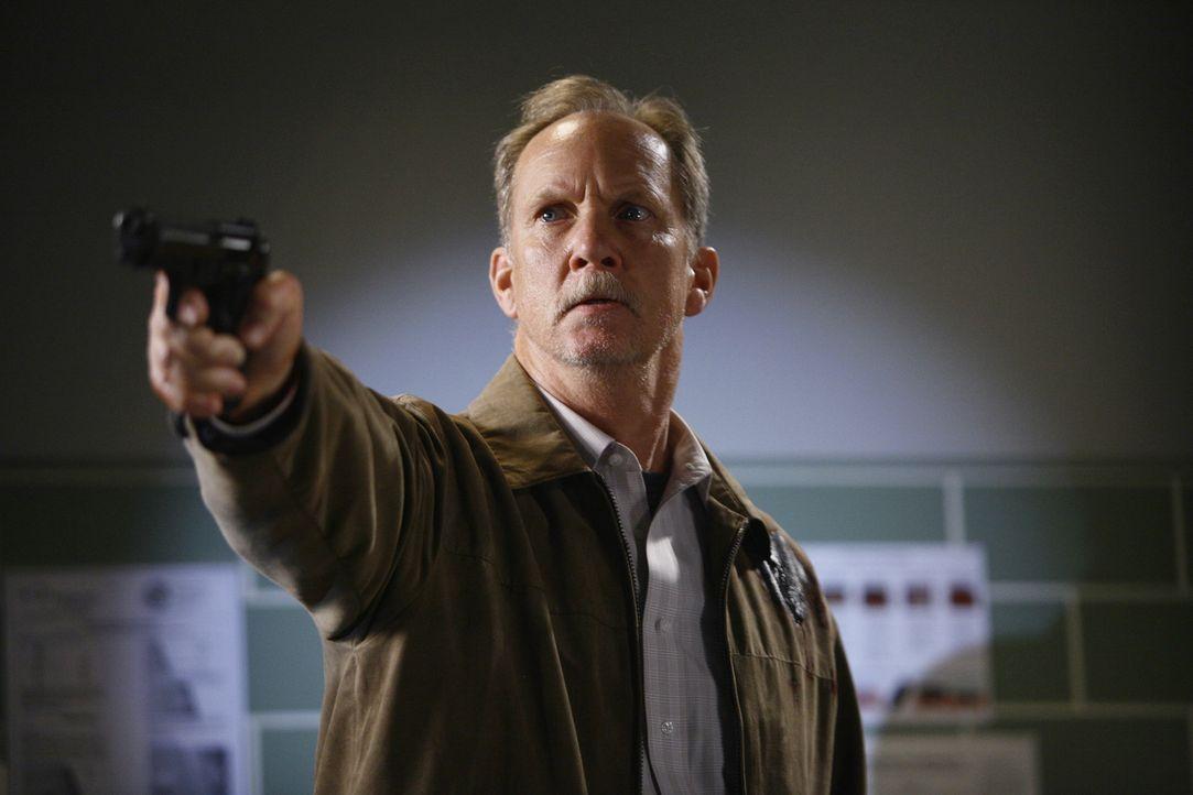 Gary Clark (Michael O'Neill) ist auf der Suche nach Derek, um den Tod seiner Frau rächen, und dabei schreckt er vor nichts zurück ... - Bildquelle: Touchstone Television