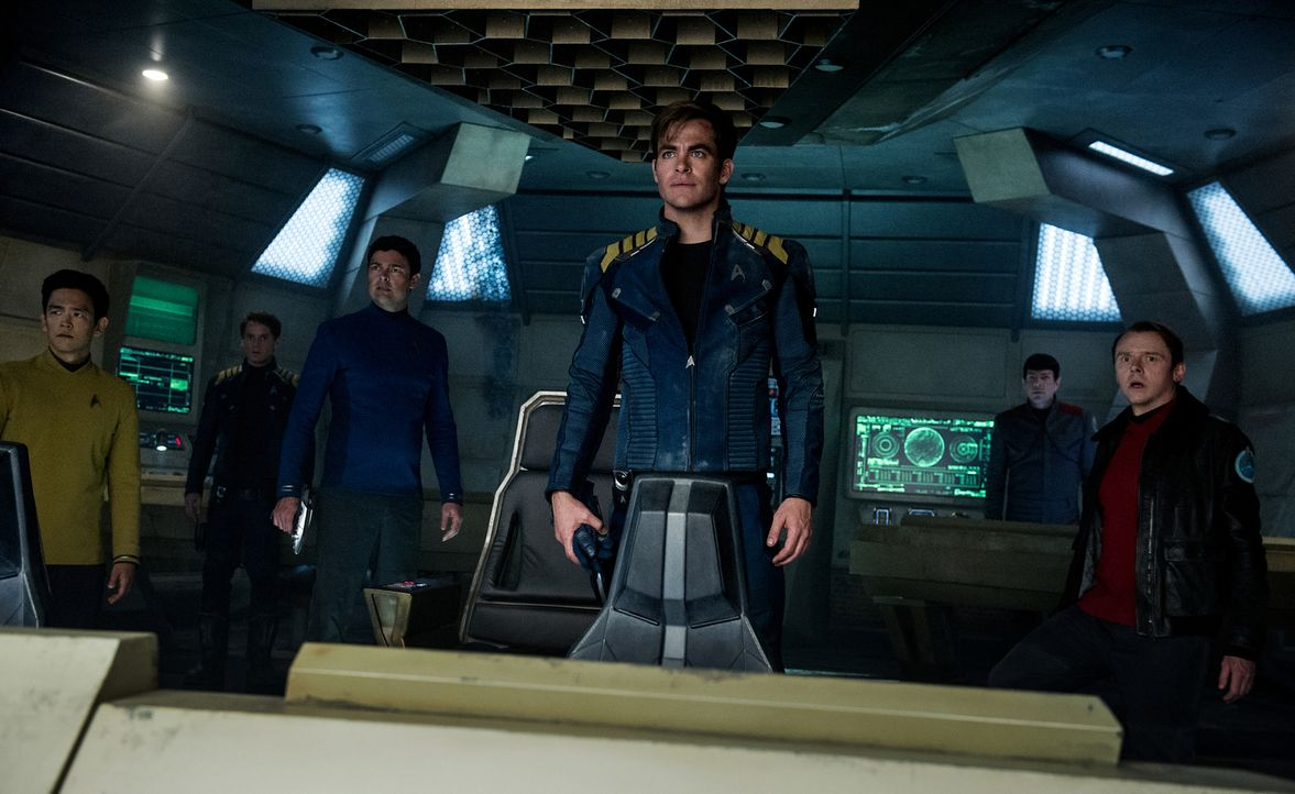 Müssen in den Weiten des Weltraums zusammenhalten: (v.l.n.r.) Sulu (John Cho), Chekov (Anton Yelchin), Doc Bones (Karl Urban), Captain Kirk (Chris P... - Bildquelle: Kimberley French 2016 Paramount Pictures. STAR TREK and related marks and logos are trademarks of CBS Studios Inc.