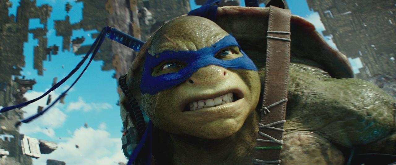 Muss plötzlich auch tagsüber an der Erdoberfläche agieren: Teenage Ninja Turtle Leonardo ... - Bildquelle: Lula Carvalho 2018 Paramount Pictures. All Rights Reserved. TEENAGE MUTANT NINJA TURTLES is a trademark of Viacom International Inc.