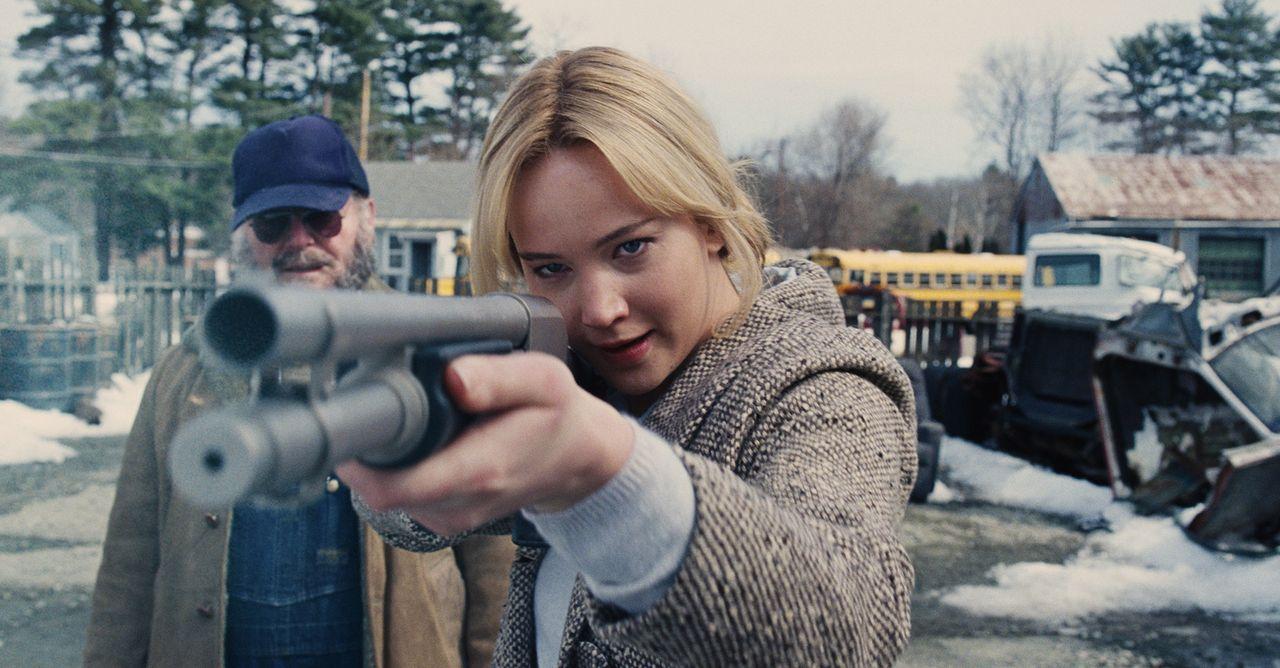 Lässt ihren Frust endlich mal ab: Joy (Jennifer Lawrence, r.) ... - Bildquelle: 2015 Twentieth Century Fox Film Corporation. All rights reserved.