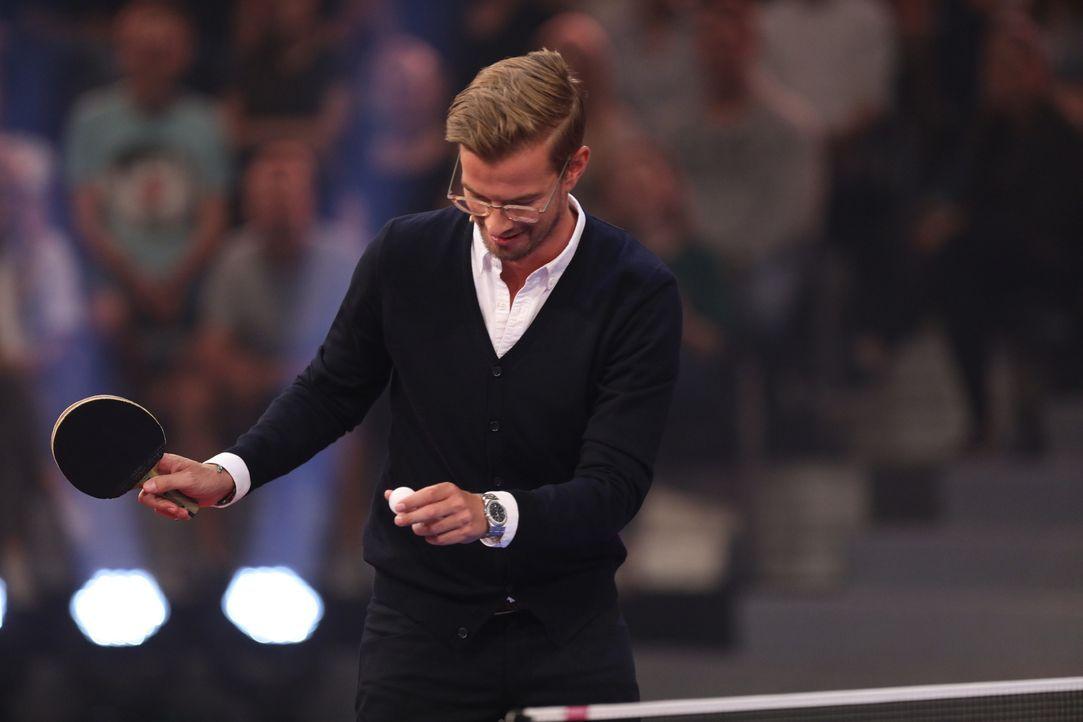 Gastgeber Joko begrüßt in seiner Show Profisportler, die von begabten Hobbysportlern herausgefordert werden, wobei erstaunliche Duelle entstehen ... - Bildquelle: Jens Hartmann ProSieben