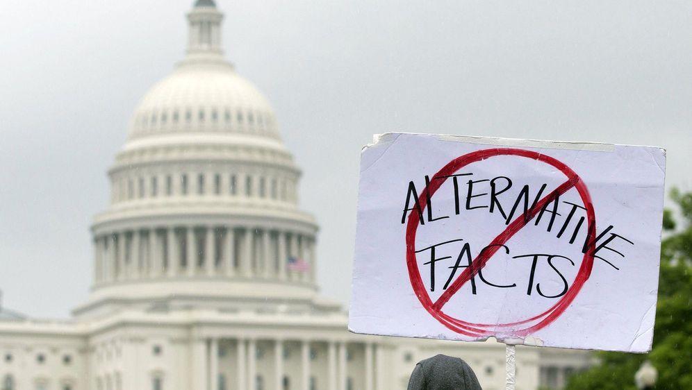 Weltweite Demonstrationen für freie Forschung - Bildquelle: dpa
