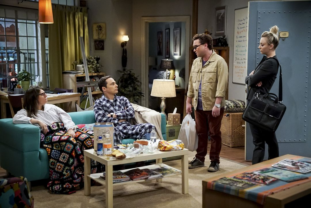 (v.l.n.r.) Amy (Mayim Bialik); Sheldon (Jim Parsons); Leonard (Johnny Galecki); Penny (Kaley Cuoco) - Bildquelle: Sonja Flemming 2018 CBS Broadcasting, Inc. All Rights Reserved/Sonja Flemming