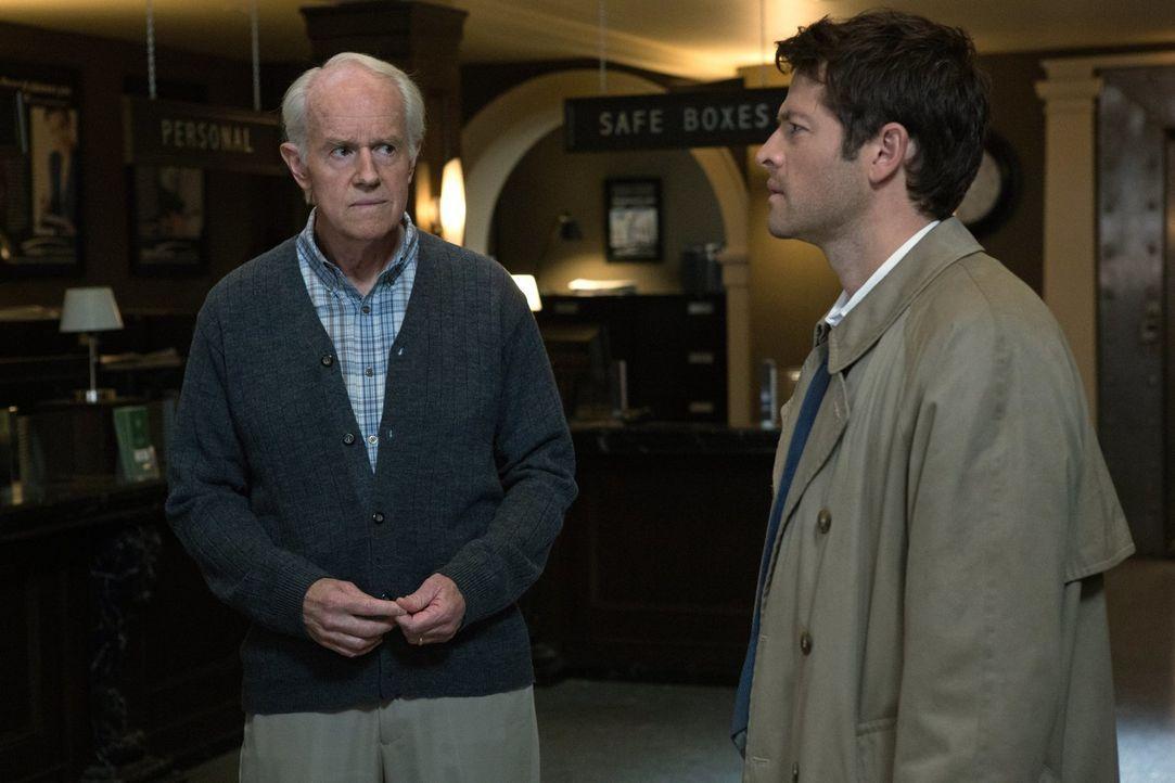 Kann Cas (Misha Collins, r.) dem alten Fred (Mike Farrell, l.) helfen, seine telepathischen Fähigkeiten unter Kontrolle zu bekommen? - Bildquelle: Warner Bros. Television