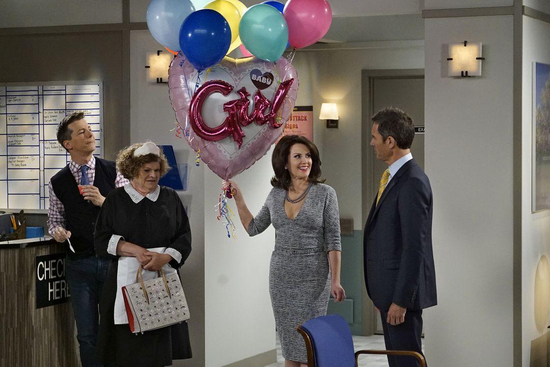 Jack (Sean Hayes, l.), Bridget (Mary Pat Gleason, 2.v.l.) und Will (Eric McCromack, r.) sind sich nicht sicher, wie Karen (Megan Mullaly, 2.v.r.) mi... - Bildquelle: Chris Haston 2017 NBCUniversal Media, LLC
