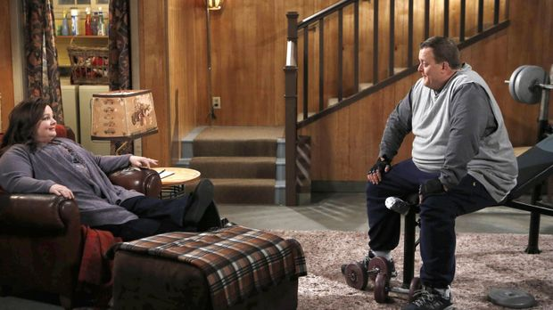 Da Mike (Billy Gardell, r.) und Molly (Melissa McCarthy, l.) ein Baby wollen,...