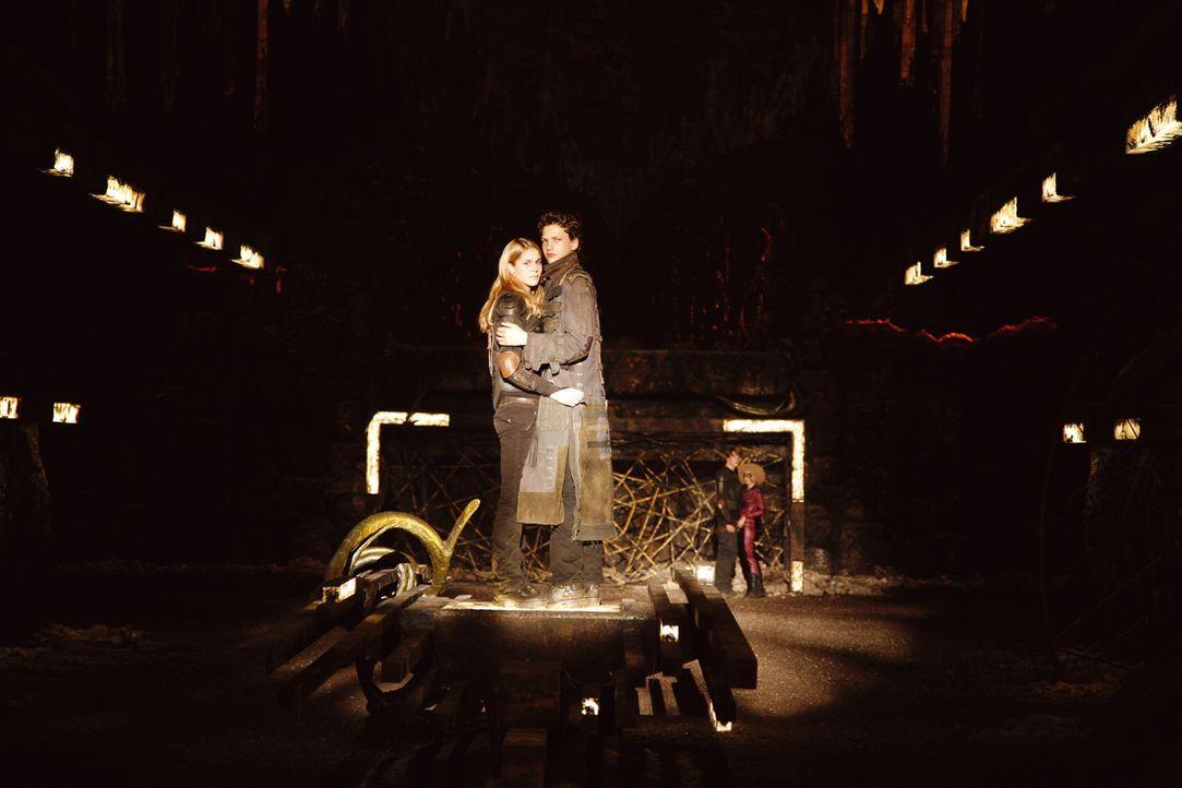 Schwören sich ewige Liebe: Vanessa (Sarah Kim Gries, l.) und Leon (Jimi Blue Ochsenknecht, r.). - Bildquelle: Buena Vista International