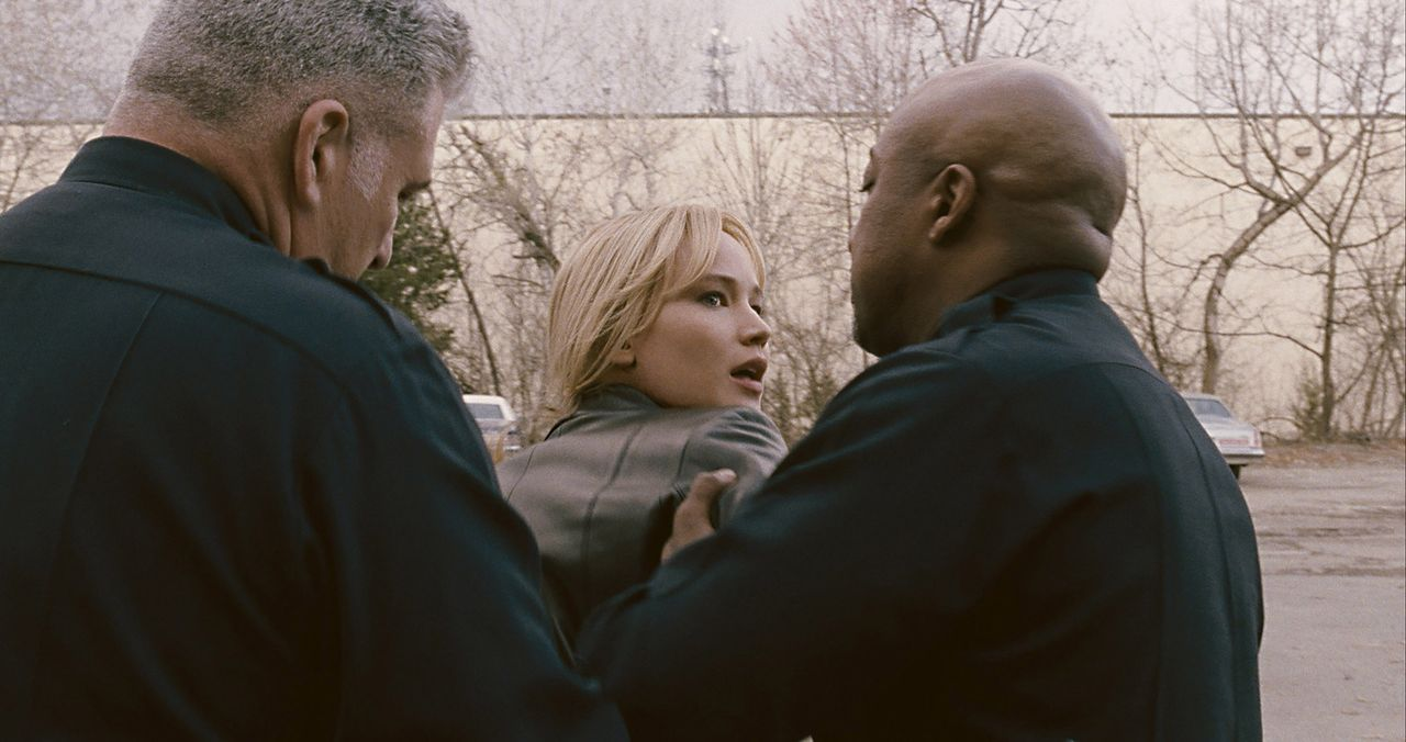 Geht für ihre Erfindung sogar ins Gefängnis: Joy Mangano (Jennifer Lawrence) ... - Bildquelle: 2015 Twentieth Century Fox Film Corporation. All rights reserved.