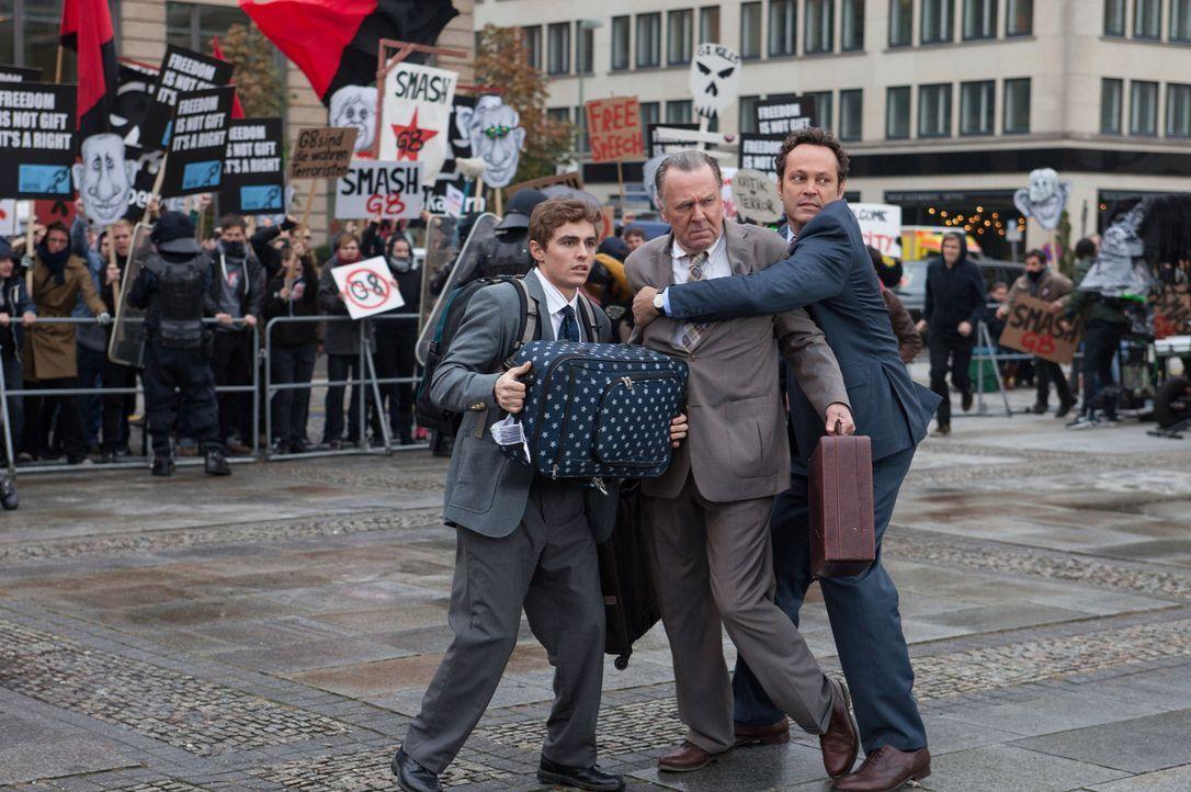 Stehen so kurz davor einen wichtigen Deal abzuschließen, doch tappen in ein Schlamassel nach dem andern: Dan Trunkman (Vince Vaughn, r.), Timothy Mc... - Bildquelle: 2015 Twentieth Century Fox Film Corporation.  All rights reserved.