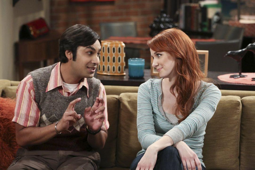 Ein gemeinsamer Abend wartet auf Raj (Kunal Nayyar, l.) und Emily (Laura Spencer, r.) - doch Raj begeht dabei einen folgenschweren Fehler ... - Bildquelle: Warner Bros. Television