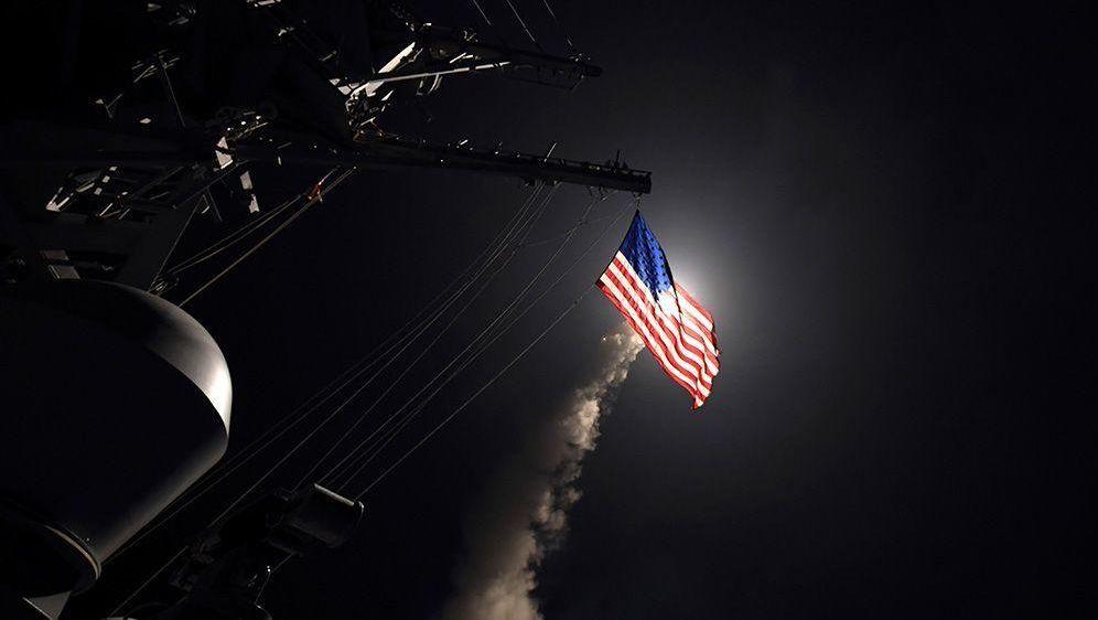 Trump kündigt Schlag gegen Assad an - Bildquelle: Foto: Ford Williams/U.S. Navy/AP/dpa