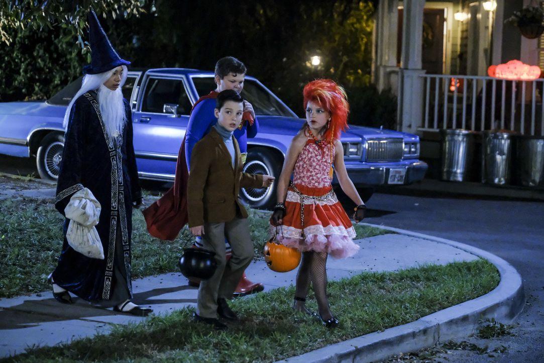 (v.l.n.r.) Tam (Ryan Phuong); Sheldon (Iain Armitage); Billy (Wyatt McClure); Missy (Raegan Revord) - Bildquelle: Darren Michaels 2018 WBEI. All rights reserved./Darren Michaels