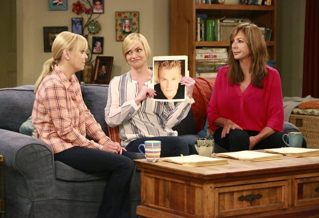 Christy (Anna Faris, l.) und Bonnie (Allison Janney, r.) finden das Verhalten ihrer Freundin Jill (Jaime Pressly, M.) mehr als merkwürdig. Hat dies... - Bildquelle: 2016 Warner Bros. Entertainment, Inc.
