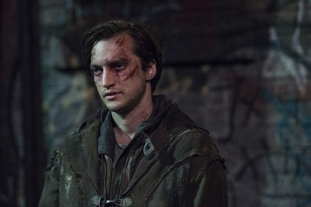 Murphy (Richard Harmon) erkennt, worum es bei der Wahl des nächsten Commanders wirklich geht, während Nathan Bryan vor einer Entscheidung steht ... - Bildquelle: 2014 Warner Brothers