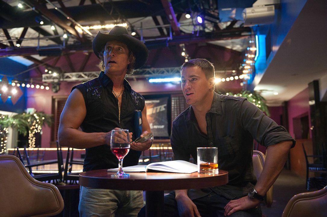 """Der ehemalige Tänzer Dallas (Matthew McConaughey, l.) hat sich mit dem Stripclub """"Xquisite"""" einen Traum erfüllt und zu einer exquisiten Anlaufstelle... - Bildquelle: 2012 The Estate of Redmond Barry LLC. All rights reserved"""