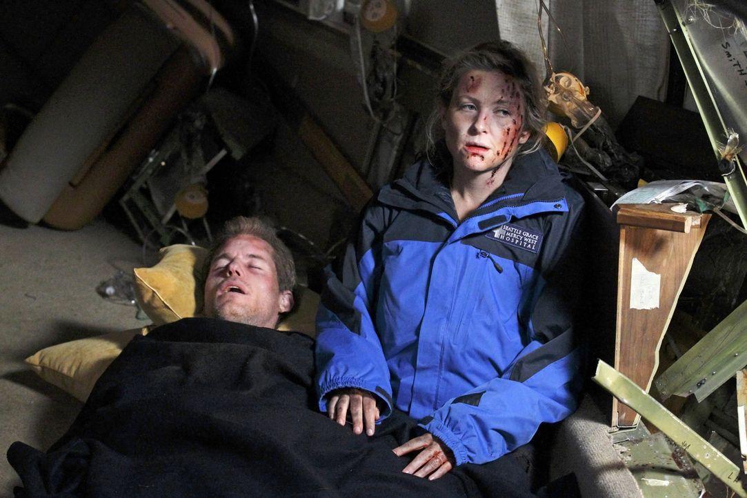 Nach dem Flugzeugabsturz beginnt für alle ein Kampf ums Überleben: Mark (Eric Dane, l.) und Arizona (Jessica Capshaw, r.) ... - Bildquelle: Touchstone Television