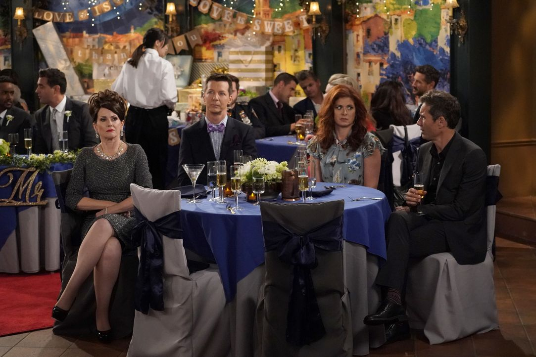 Werden zu einer Hochzeit eingeladen: (v.l.n.r.) Karen (Megan Mullally), Jack (Sean Hayes), Grace (Debra Messing) und Will (Eric McCormack) ... - Bildquelle: ProSieben (Komm./PR) 2017 NBCUniversal Media, LLC