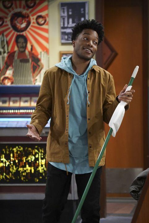 Nachdem Franco (Jermaine Fowler) erfahren hat, dass Arthur ihm nicht wirklich vertraut, versucht er alles, um den Donutladen Besitzer von seiner Ver... - Bildquelle: Monty Brinton 2016 CBS Broadcasting, Inc. All Rights Reserved.