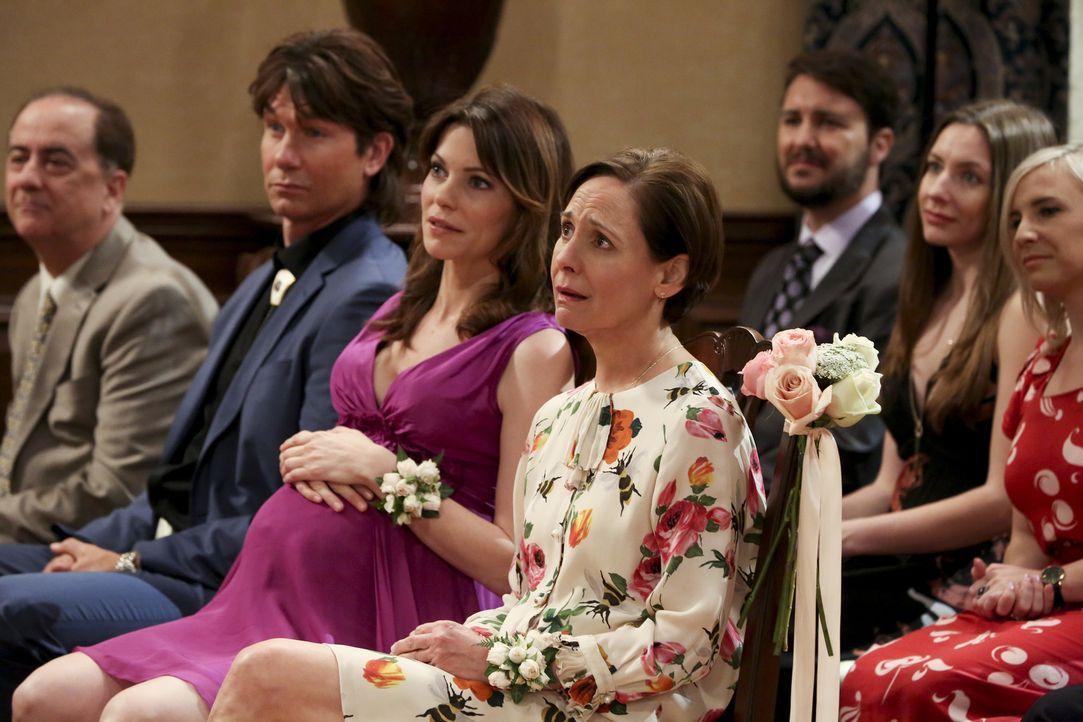 Wird die Anwesenheit von (v.l.n.r.) George Jr. (Jerry O'Connell), Missy (Courtney Henggeler) und Mary (Laurie Metcalf) bei der Hochzeit wirklich pro... - Bildquelle: Warner Bros. Television