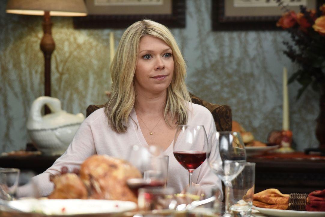 Debbie (Mary Elizabeth Ellis) ist gespannt, wie Thanksgiving in diesem Jahr enden wird, nachdem Dean es unbedingt feiern will und Stewart auf gar ke... - Bildquelle: 2015-2016 Fox and its related entities.  All rights reserved.
