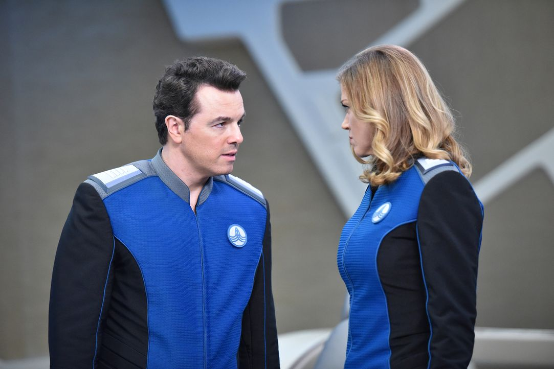 Macht sich Kelly (Adrianne Palicki, r.) wirklich Sorgen um die Sicherheit der USS Orville oder ist sie einfach nur eifersüchtig, weil sich Ed (Seth... - Bildquelle: Michael Becker 2017 Fox and its related entities.  All rights reserved.