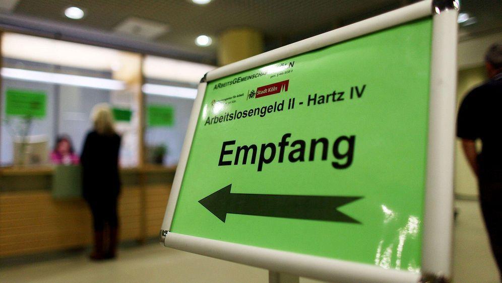 Hartz-IV-Bezieher immer länger ohne Job - Bildquelle: Oliver Berg/dpa