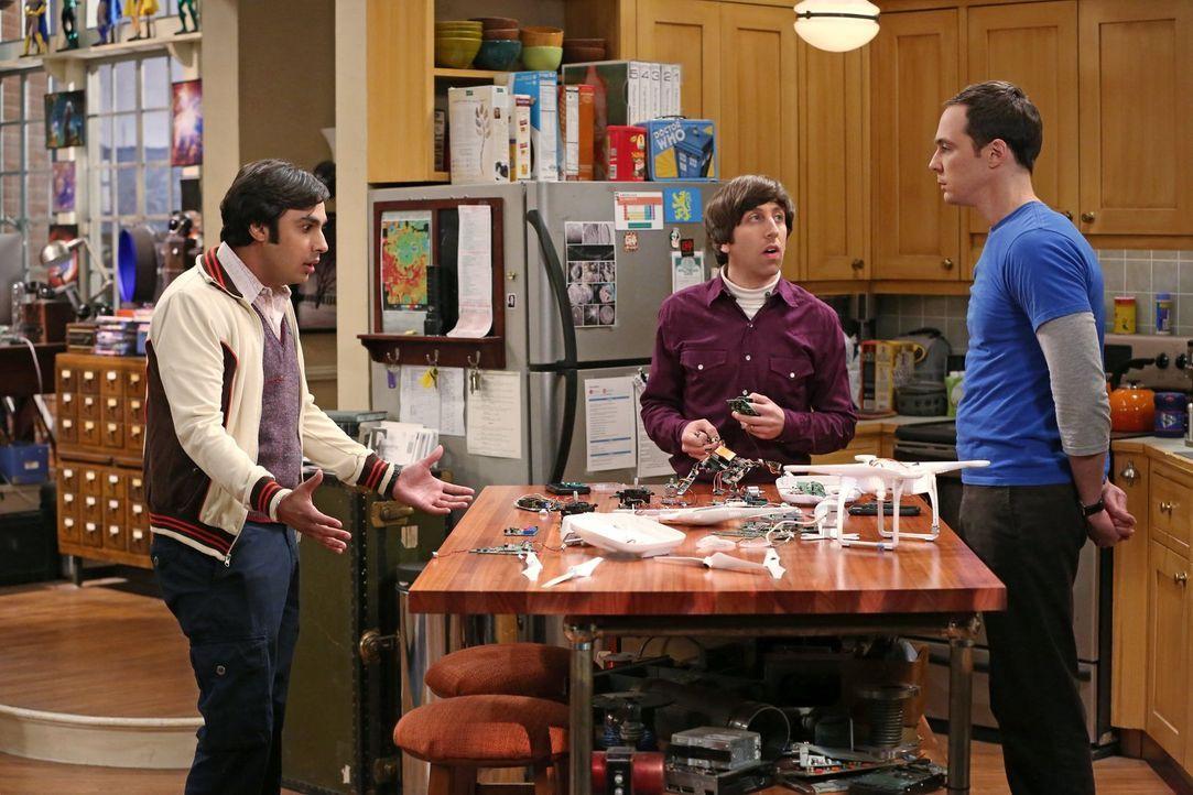 Während Raj (Kunal Nayyar, l.) mit seinem Vater skyped, leisten sich Sheldon (Jim Parsons, r.) und Howard (Simon Helberg, M.) einen Schnitzer ... - Bildquelle: Warner Bros. Television