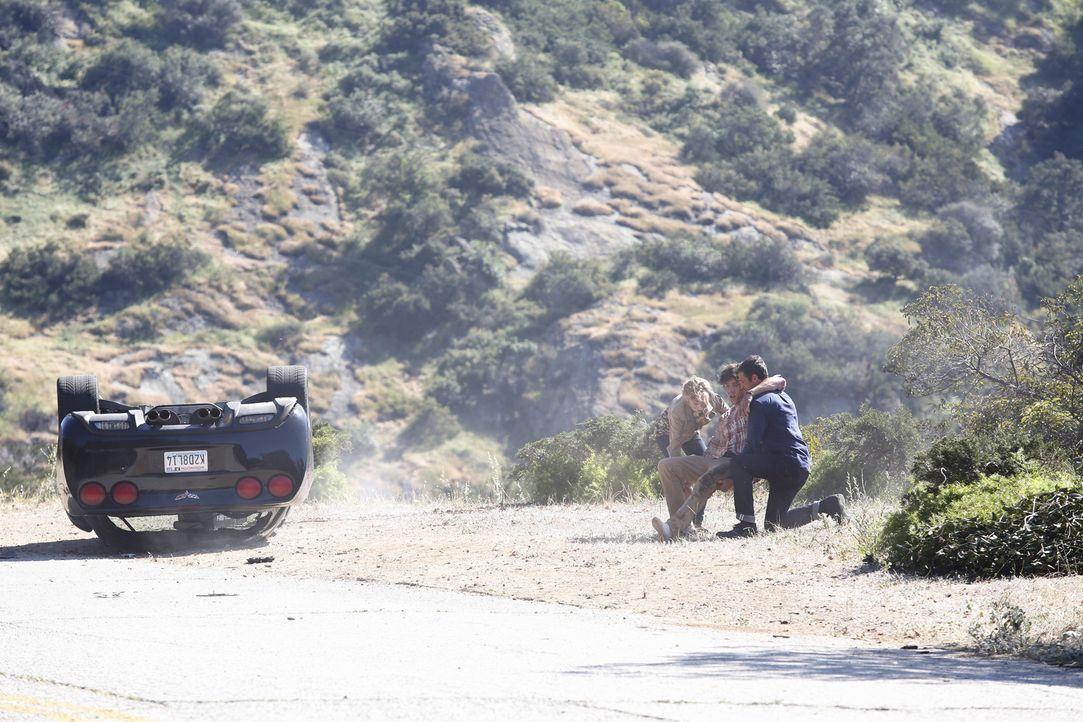 Kann Derek (Patrick Dempsey, r.) Alana (Allie Grant, l.) und Charlie (Robby Rasmussen, M.) retten? - Bildquelle: ABC Studios