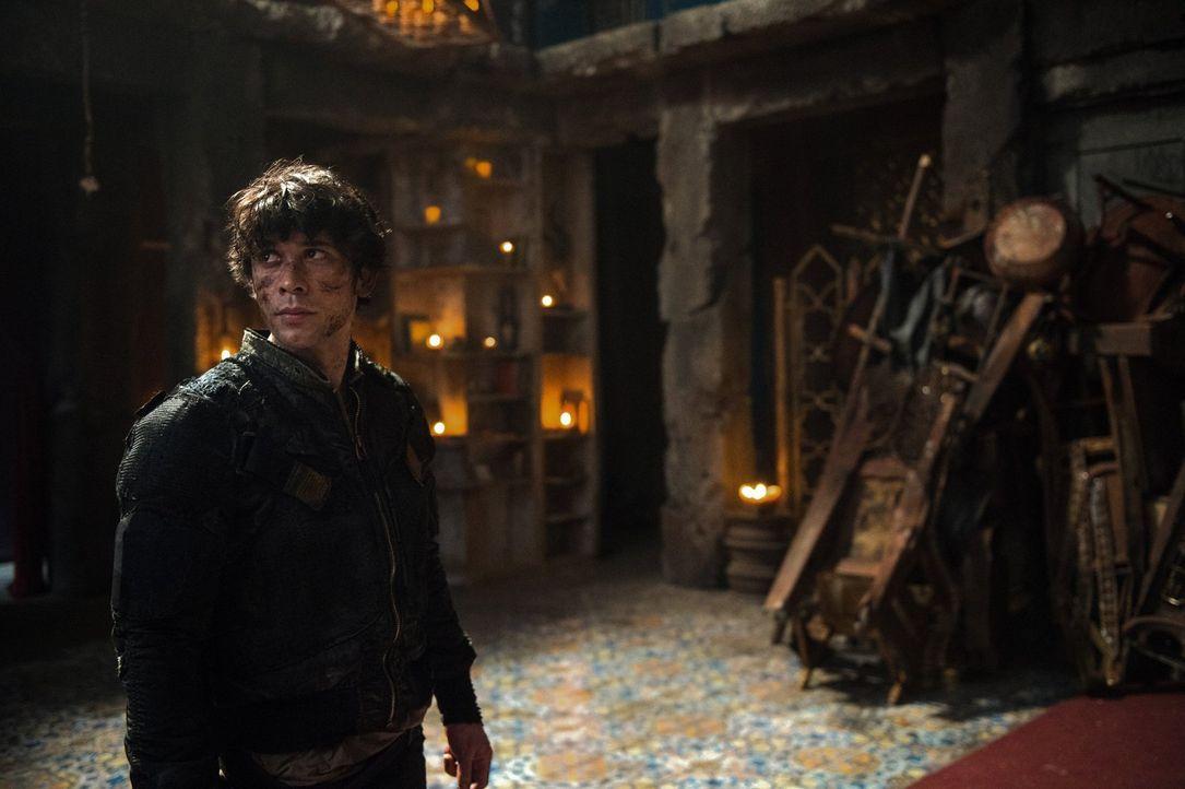 Bellamy (Bob Morley) will die Menschheit und seine Schwester retten. Bürdet er sich damit zu viel auf? - Bildquelle: 2014 Warner Brothers