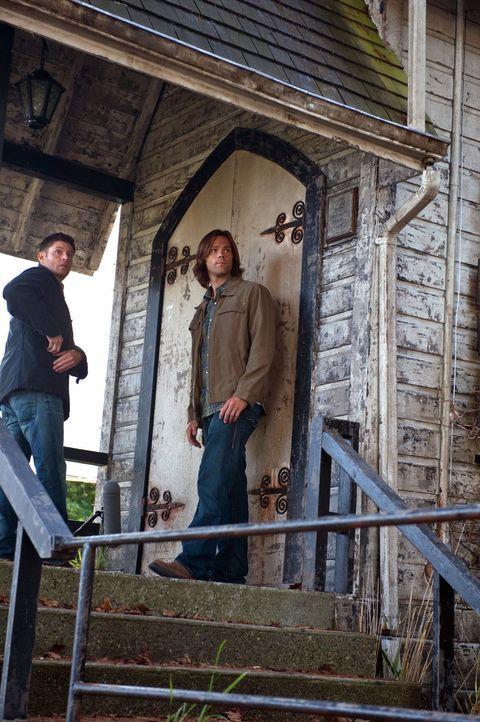 Noch ahnt Sam (Jared Padalecki, r.) nicht, welchen Deal Dean (Jensen Ackles, l.) eingehen musste, um dem Fegefeuer zu entgehen ... - Bildquelle: Warner Bros. Television