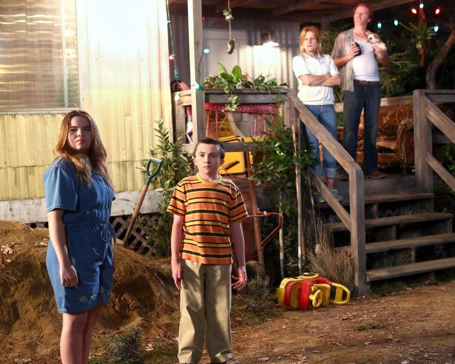 (v.l.n.r.) Tanya (Teresa Ornelas); Brick (Atticus Shaffer); Sandy (Dale Dickey); Phil (Courtney Gaines) - Bildquelle: Warner Brothers
