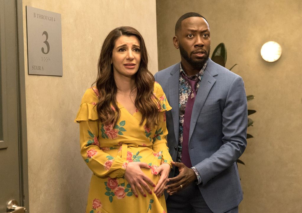 Eigentlich sollte sich an diesem Tag alles um Jess und Nick drehen, doch dann haben Aly (Nasim Pedrad, l.) und Winston (Lamorne Morris, r.) plötzlic... - Bildquelle: Jesse Giddings 2018 Fox and its related entities.  All rights reserved.