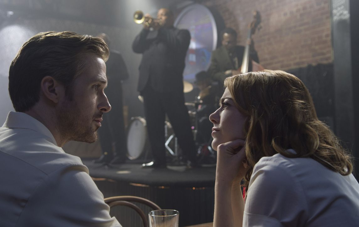 Sebastian (Ryan Gosling, l.); Mia (Emma Stone, r.) - Bildquelle: Dale Robinette 2016 Summit Entertainment, LLC. All Rights Reserved./ Dale Robinette