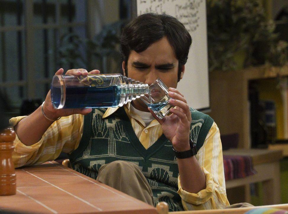 Romulanischer Alkohol ist auch keine Lösung, doch das stört Raj (Kunal Nayyar) nur wenig ... - Bildquelle: Warner Bros. Television