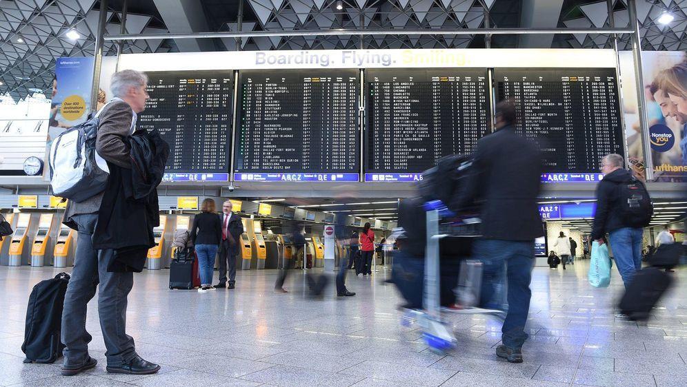 Verdi bestreikt Flughäfen: Einschränkungen - Bildquelle: (c) Copyright 2015, dpa (www.dpa.de). Alle Rechte vorbehalten