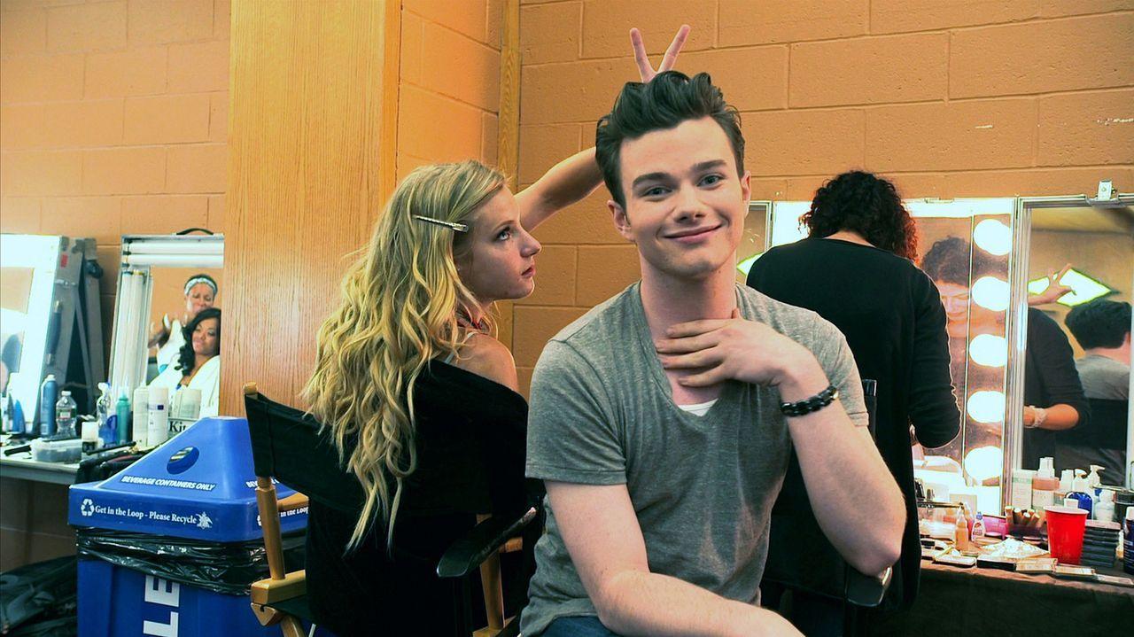 Backstage: Brittany (Heather Morris, l.) und Kurt (Chris Colfer, r.) ... - Bildquelle: TM and   2011 Twentieth Century Fox Film Corporation.  All rights reserved.