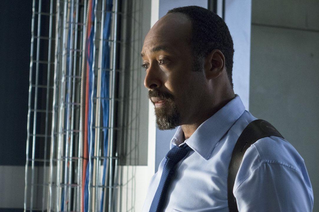 Barry kann nicht glauben, dass Joe West (Jesse L. Martin) und Dr. Wells, Arrow nicht vertrauen und der Meinung sind, dass er einen schlechten Einflu... - Bildquelle: Warner Brothers.
