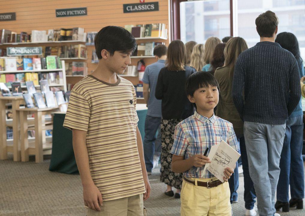 Jessica versucht, vor ihren Söhnen Emery (Forrest Wheeler, l.) und Evan (Ian Chen, r.) ein Geheimnis zu wahren, was sie schließlich auf eine Verschw... - Bildquelle: 2017-2018 American Broadcasting Companies. All rights reserved.