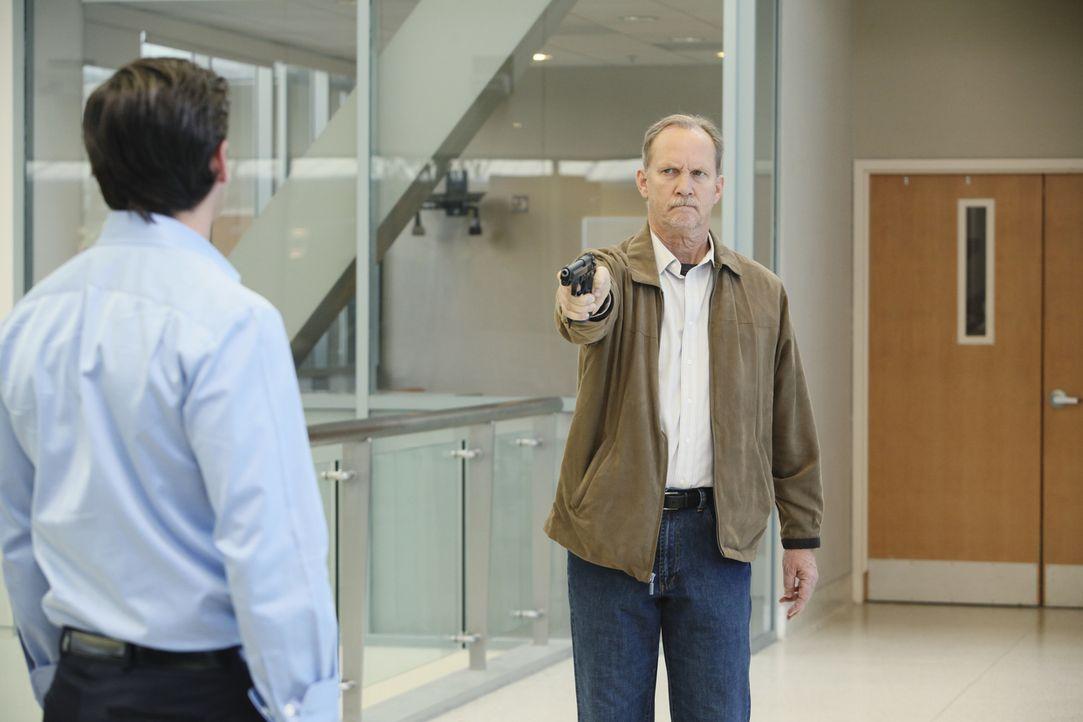 Mr. Clark (Michael O'Neill, r.) hat sich durchgekämpft und Derek (Patrick Dempsey, l.) gefunden. Doch wird er tatsächlich den Tod seiner Frau rächen... - Bildquelle: Touchstone Television