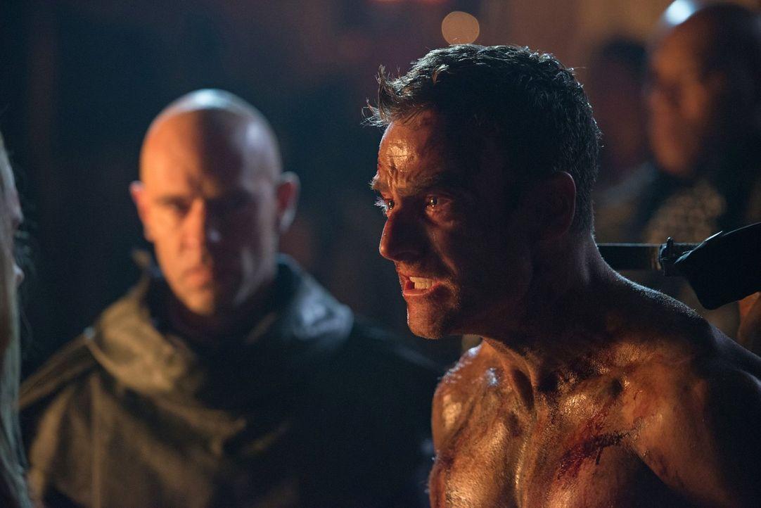 Wird Lt. Carl Emerson (Toby Levins) wirklich durch Clarks Hände sterben und damit die ewig währende Diskussion um Rache erneut anheizen? - Bildquelle: 2014 Warner Brothers