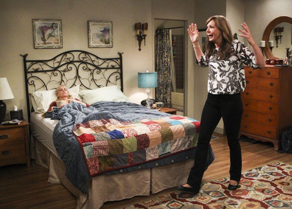 Eigentlich müsste Christy (Anna Faris, l.) sich auf einen wichtigen Test vorbereiten, doch nachdem Bonnie (Allison Janney, r.) einen Antrag erhalten... - Bildquelle: 2017 Warner Bros.