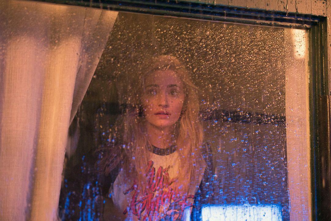 Kat (Brianne Howey) glaubt nicht an die Besessenheit ihrer Schwester und trifft eine folgenschwere Entscheidung ... - Bildquelle: 2016 Fox and its related entities.  All rights reserved.