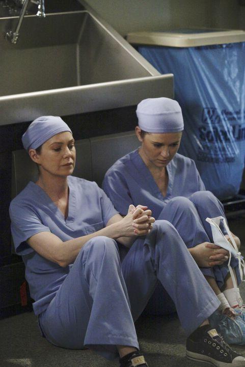Ein einziger Moment verändert alles: Meredith (Elllen Pompeo, l.) und April (Sarah Drew, r.) ... - Bildquelle: Touchstone Television