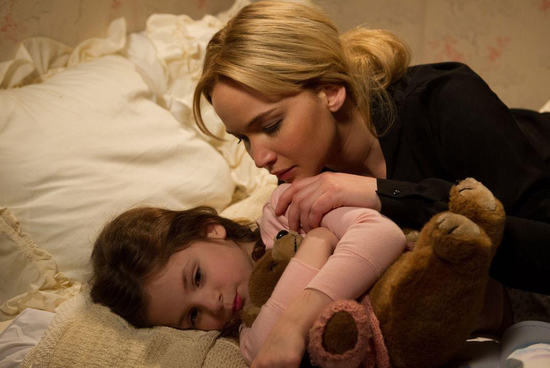 Noch ahnen Joy (Jennifer Lawrence, r.) und ihre Tochter (Aundrea und Gia Gadsby, l.) nicht, dass sich der Wischmopp nach Anfangsproblemen als großer... - Bildquelle: 2015 Twentieth Century Fox Film Corporation. All rights reserved.