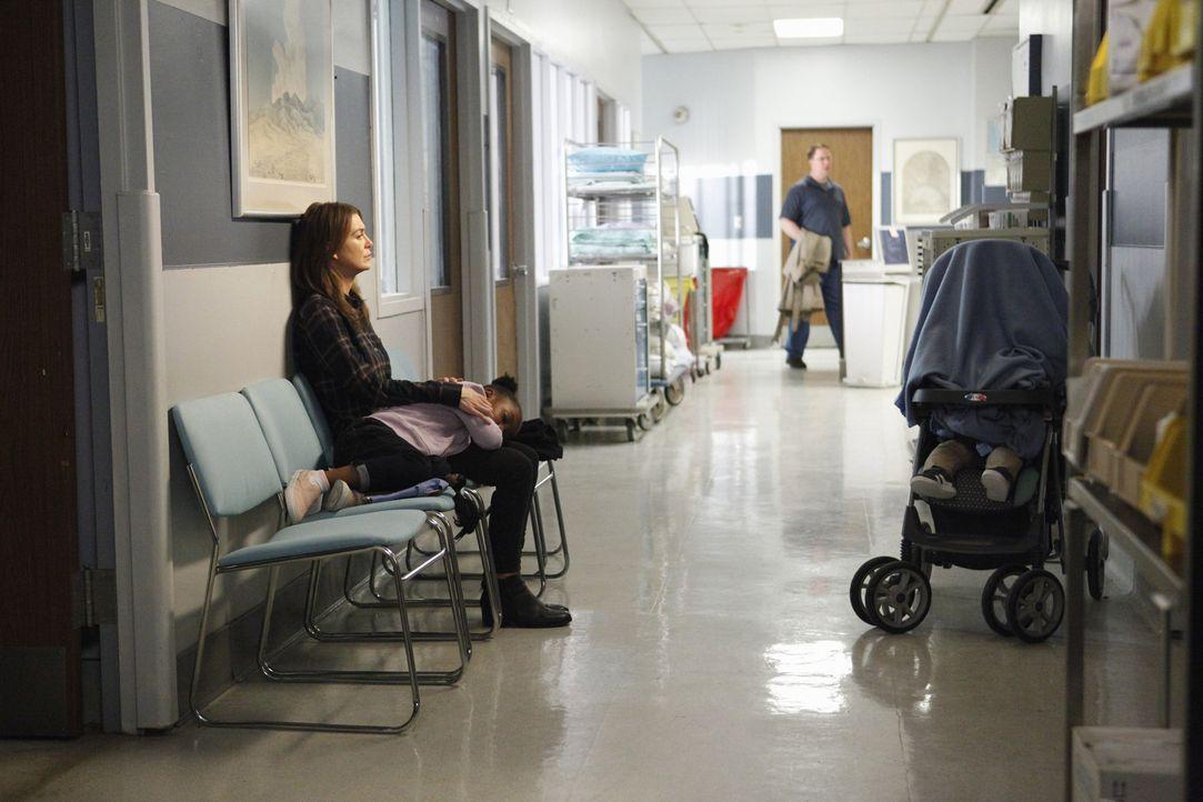 Als Meredith (Ellen Pompeo) erfährt, das Derek verletzt ist, eilt sie mit Bailey und den Kindern zu ihrem Mann, doch dort muss sie furchtbare Neuigk... - Bildquelle: ABC Studios